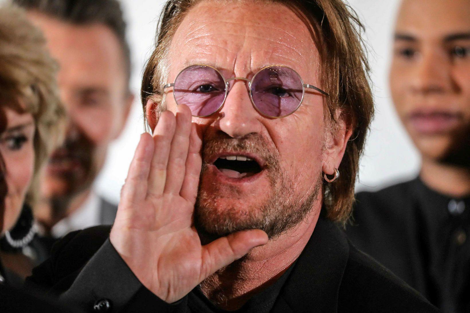 Bono trekkir alltaf að.