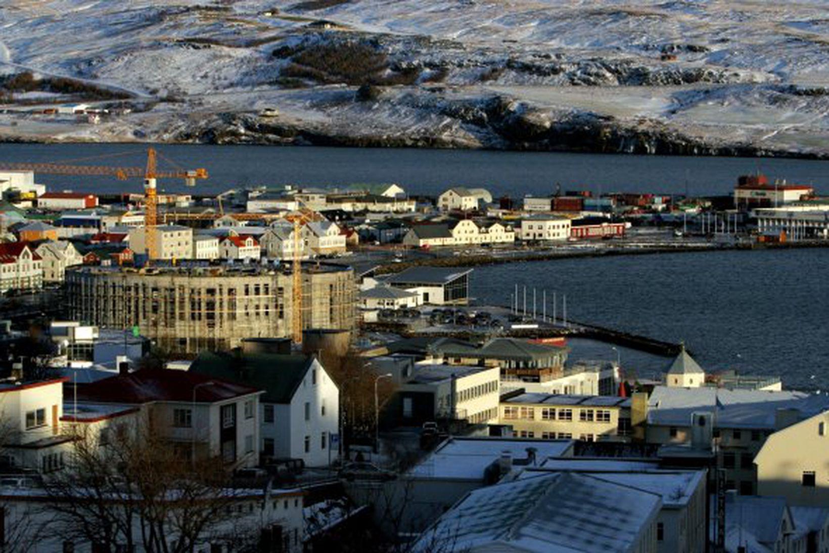 Opnun menningarhússins Hofs verður frestað til ársins 2010.