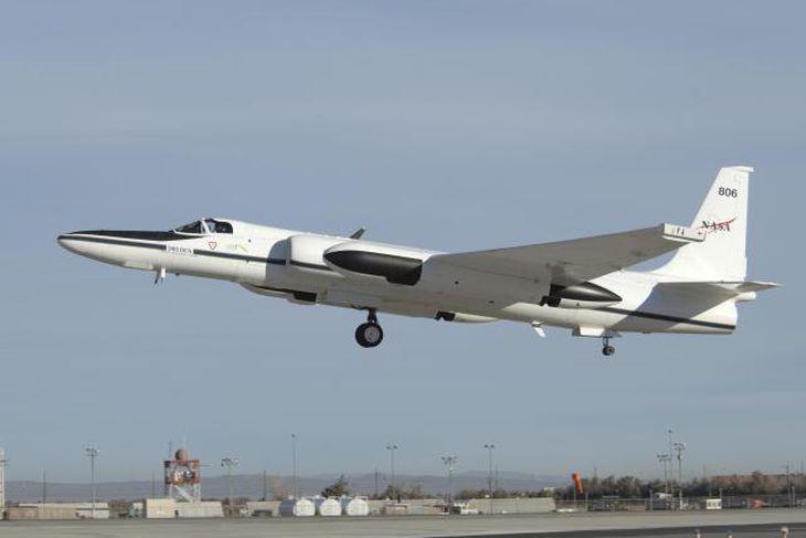 Rannsóknarflugvél NASA Earth Resources (ER-2) er væntanleg til Íslands á morgun.