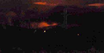 Gosbjarminn sést vel frá Kirkjulækjarkoti. Myndin var tekin á tíma sem ýkir aðeins bjarmann.