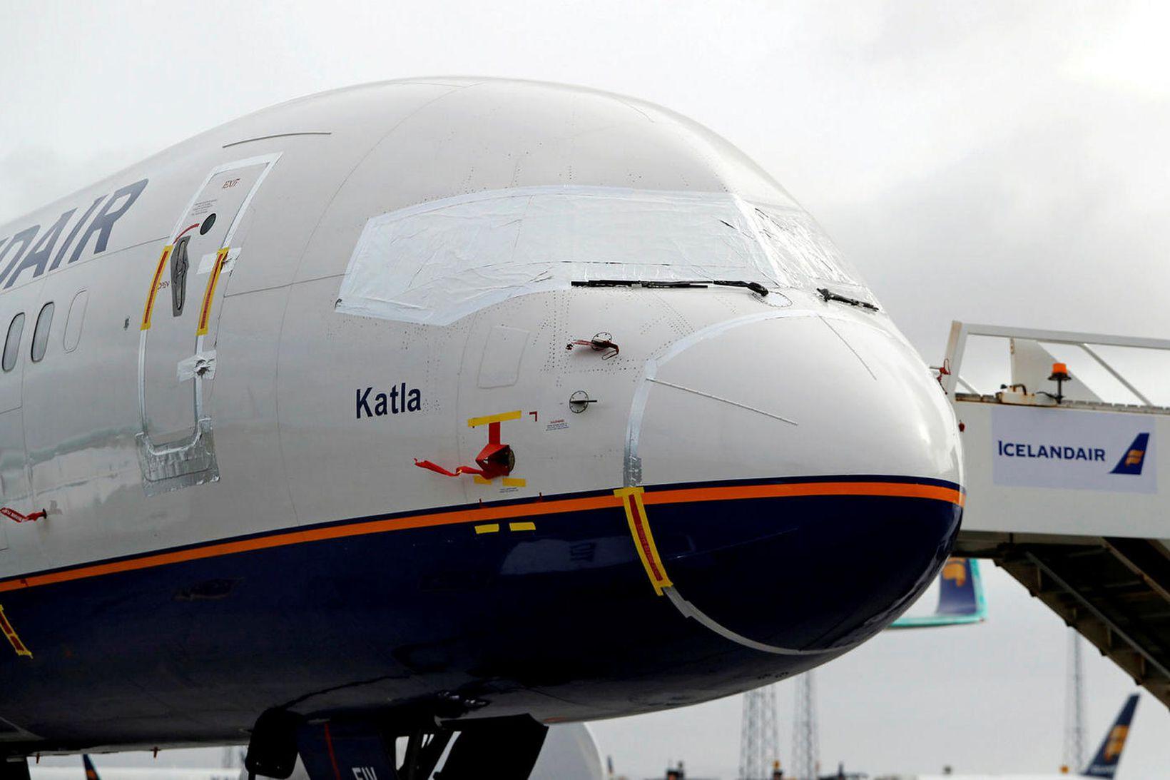Mörgum þotum Icelandair hefur verið lagt á Keflavíkurflugvelli.