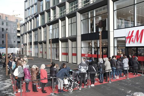 The lines outside H&M this morning.
