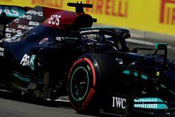 Lewis Hamilton á Mercedes á leið á ráspólinn í Barcelon, þann hundraðasta á ferlinum í …
