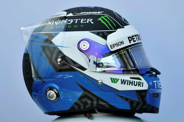 Hjálmur Valtteri Bottas hjá Mercedes.