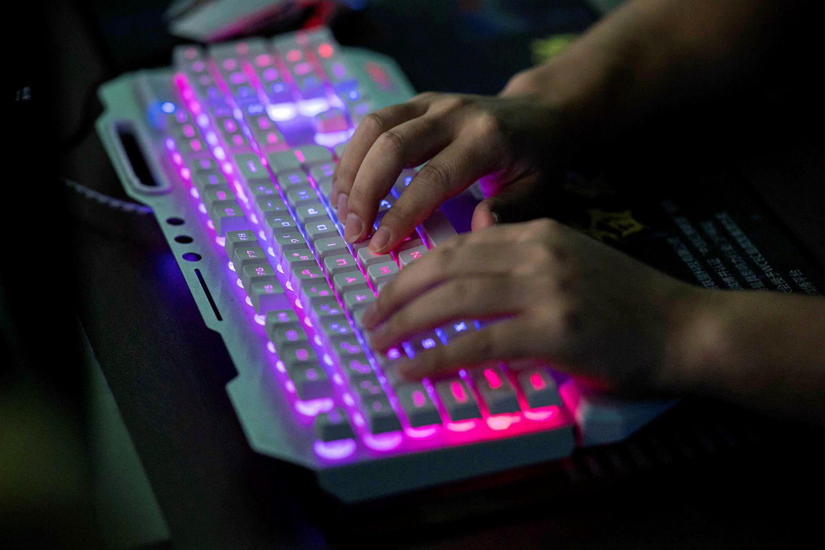 DDoS er sérstök tegund netárása þar sem mikilli netumferð er …