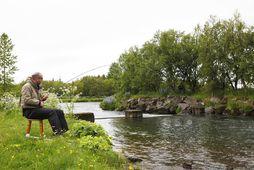 Þorvaldur Daníelsson, þekktur sem Valdi í Hjólakrafti, glímdi við fyrsta lax sumarsins í Elliðaánum í …
