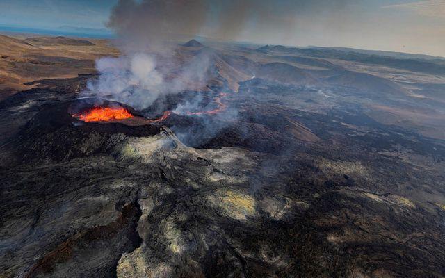 Hraunið teygir sig nú yfir 4,8 ferkílómetra og er 151 milljón rúmmetrar að stærð.