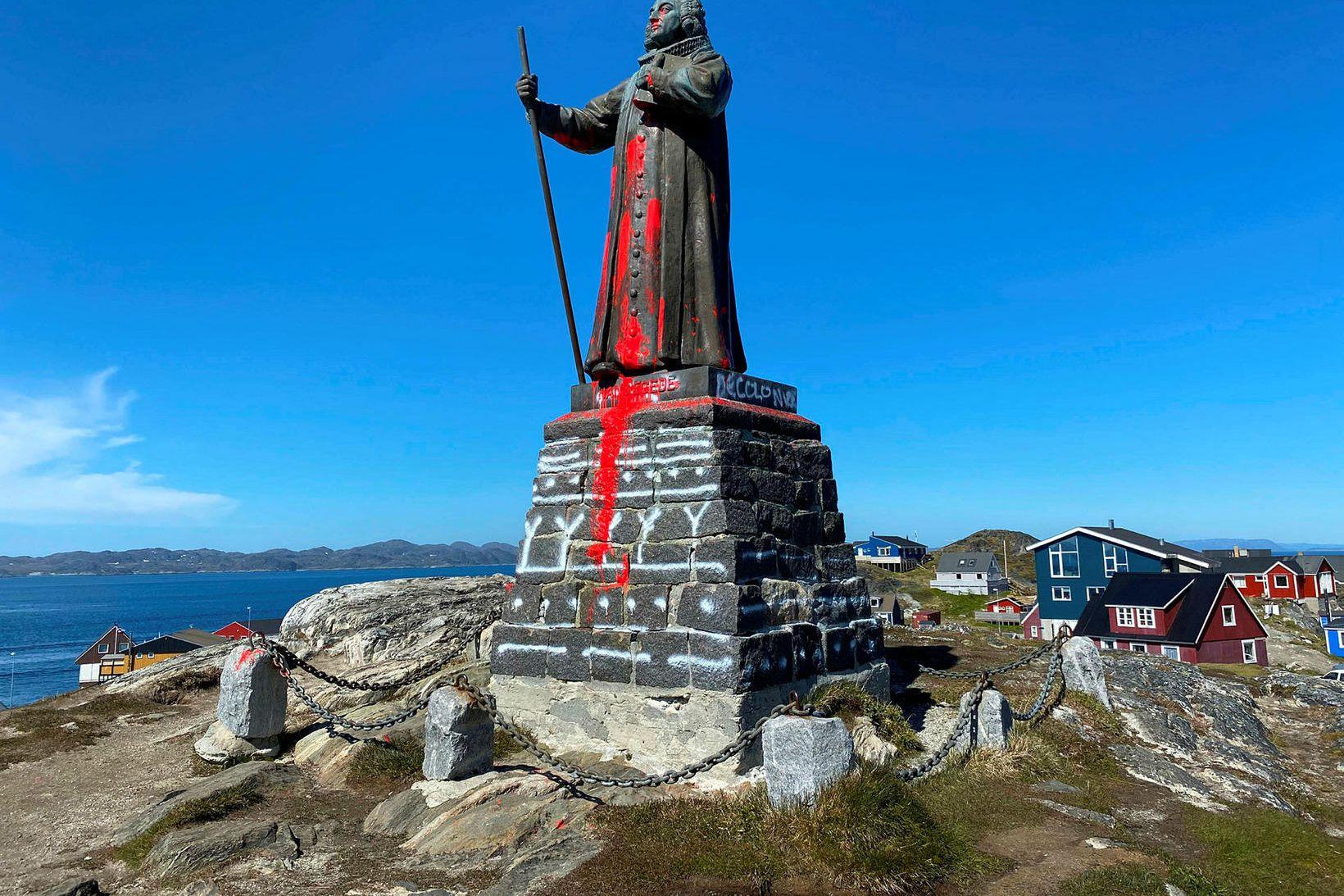 Styttan í Nuuk, höfuðstað Grænlands, eftir að skemmdarverk voru framin …