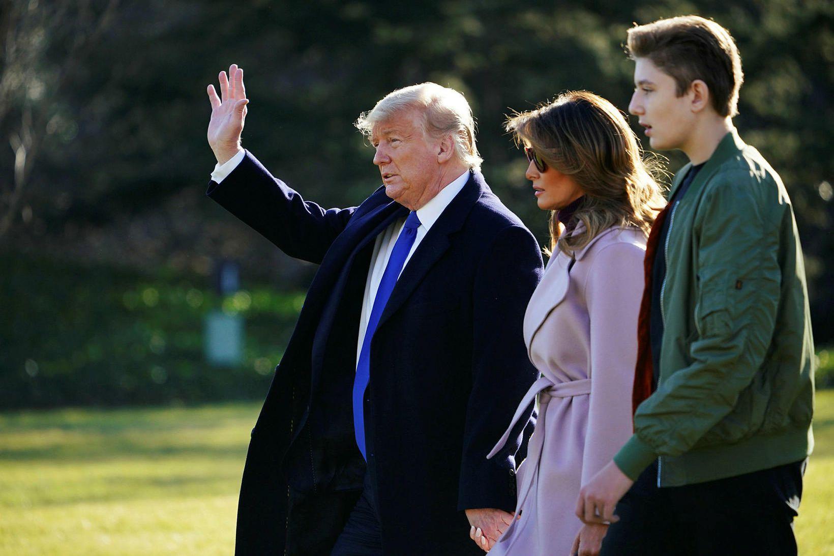 Barron ásamt foreldrum sínum Donald og Melaniu Trump.