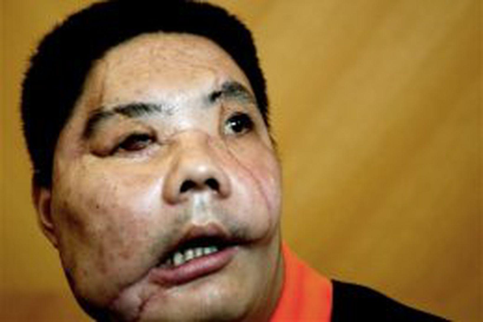 Li Guoxing á blaðamannafundi í heimabæ sínum í dag.