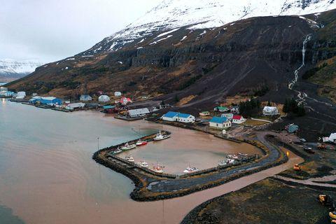 Seyðisfjörður eftir að aurskriðurnar féllu.