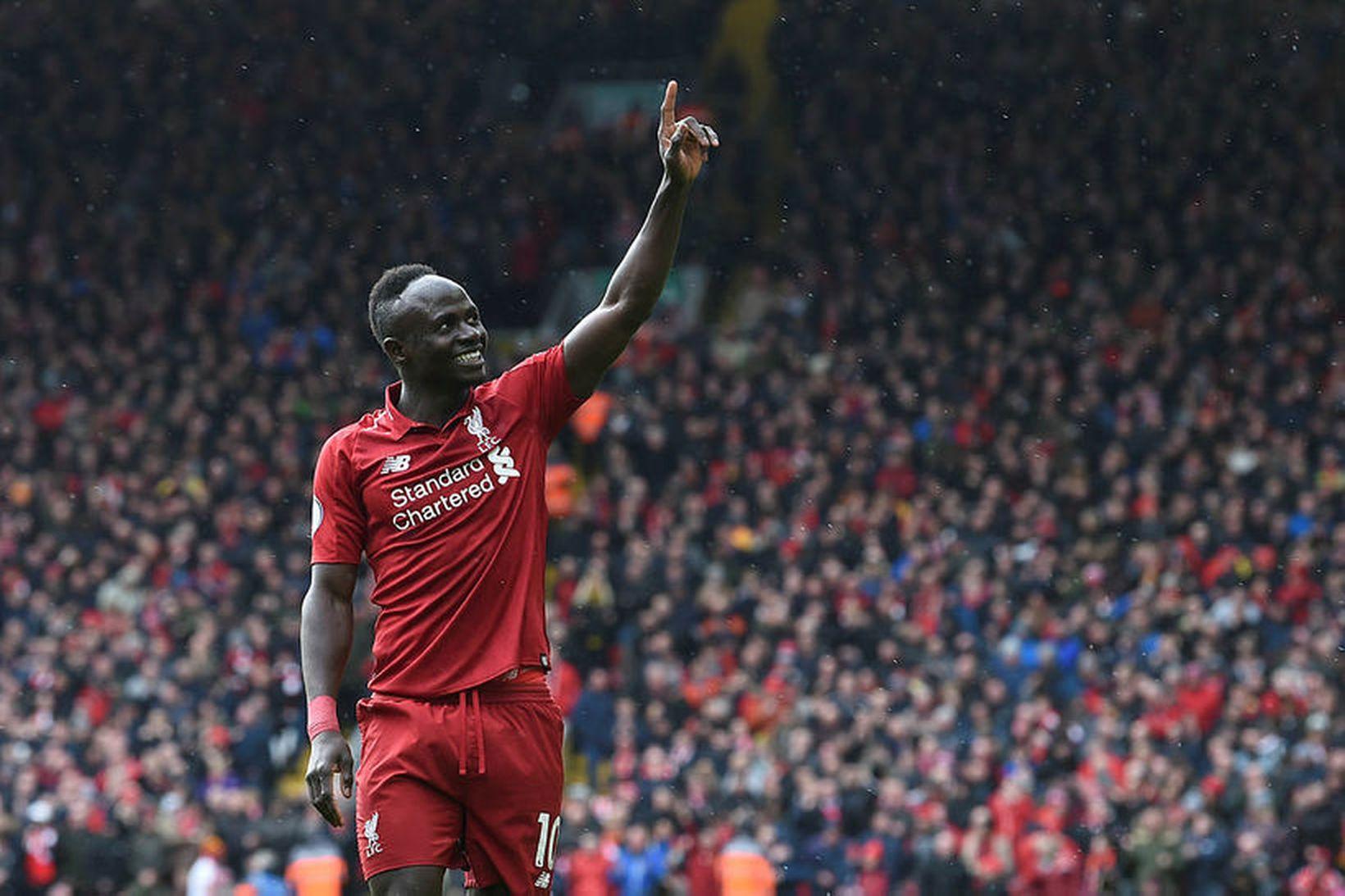 Sadio Mané fagnar marki með Liverpool.