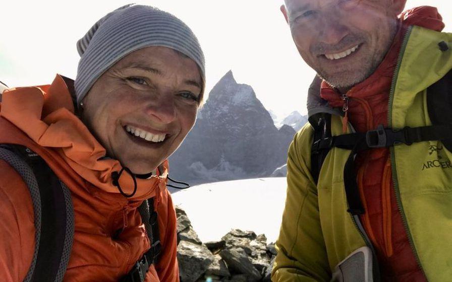 Brynhildur Ólafsdóttir og Róbert Marshall njóta sín á fjöllum.