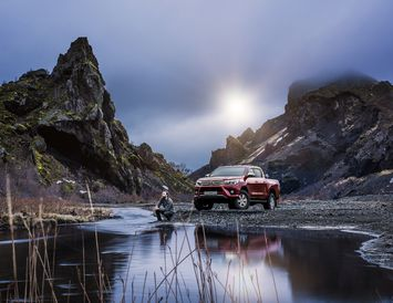 Toyota Hilux Invincible í hinu fagra umhverfi, í Þórsmörk.