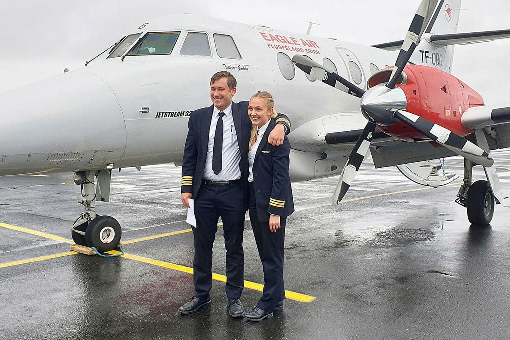 Sigurður Egill Sigurðsson flugstjóri og Birna Borg Gunnarsdóttir flugmaður við …
