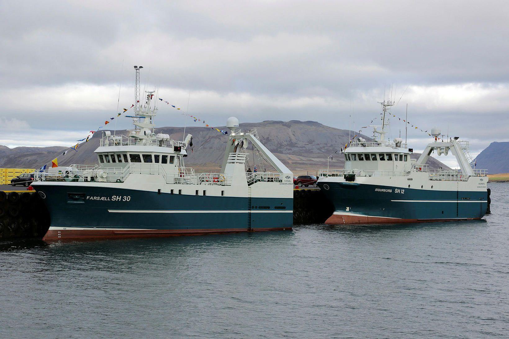 Grundarfjarðarskipin Farsæll SH-30 og Sigurborg SH-12 eru komin í sumarstopp.