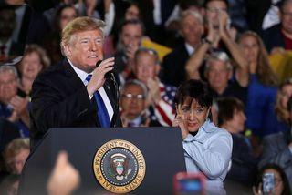 Donald Trump Bandaríkjaforseti á fundi með stuðningsmönnum sínum á Flórída í kvöld.