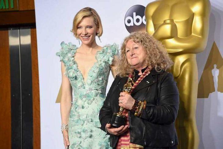 Cate Blanchett ásamt búningahönnuðinum Jenny Beavan.