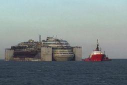 Costa Concordia komið til Genúa