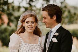 Beatrice prinsessa og Edoardo Mapelli Mozzi gáfu dóttur sinni nafnið Sienna Elísabet.