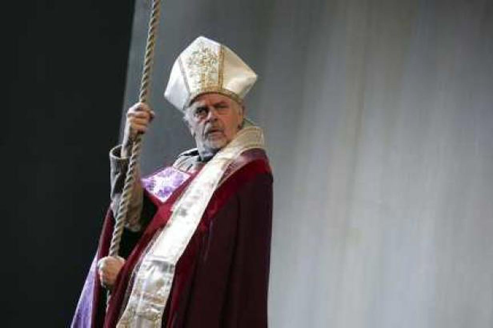Í hlutverki Jóns Arasonar biskups.