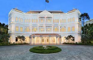 Raffles er á besta stað í Singapúr og gott dæmi um fagran arkitektúr nýlendutímans.
