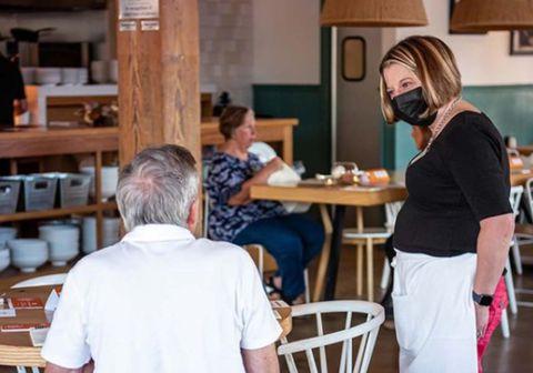 Góðgerðarveitingastaðurinn Taste Community Restaurant hefur verið starfandi frá 2017 og  hefur nú selt 100 þúsund máltíðir með því fyrirkomulagi að hver og einn ákveður hvað hann vill borga fyrir matinn.
