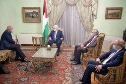 Mamhud Abbas og Ahmed Aboul Gheit á fundi sínum í dag.