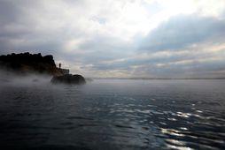 Maðurinn sem lést í Sky Lagoon á þriðjudag var á þrítugsaldri.