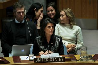 Sendiherra Bandaríkjanna hjá Sameinuðu þjóðunum, Nikki Haley, á fundi öryggisráðsins í kvöld.