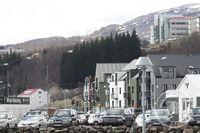 Miðbær Akureyrar, lóð í brekkunni undir háhýsi
