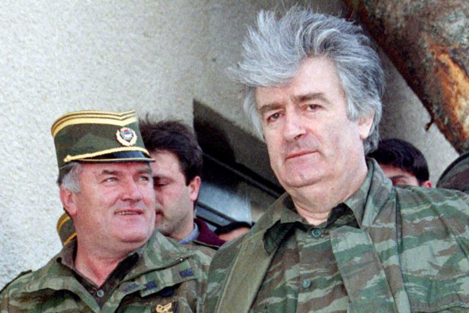 Ratko Mladic sést hér með Radovan Karadzic árið 1995 þegar …
