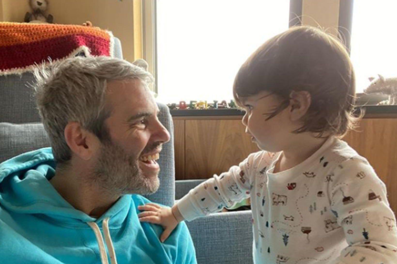 Andy Cohen og sonur hans Benjamin sameinaðir.