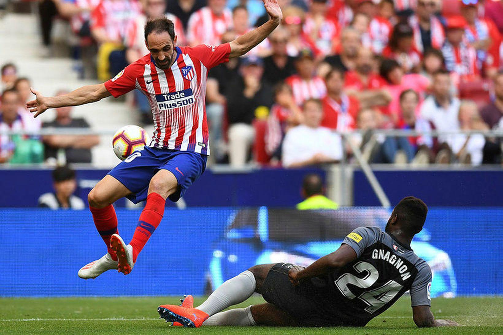 Juanfran er á förum frá Atlético Madrid.