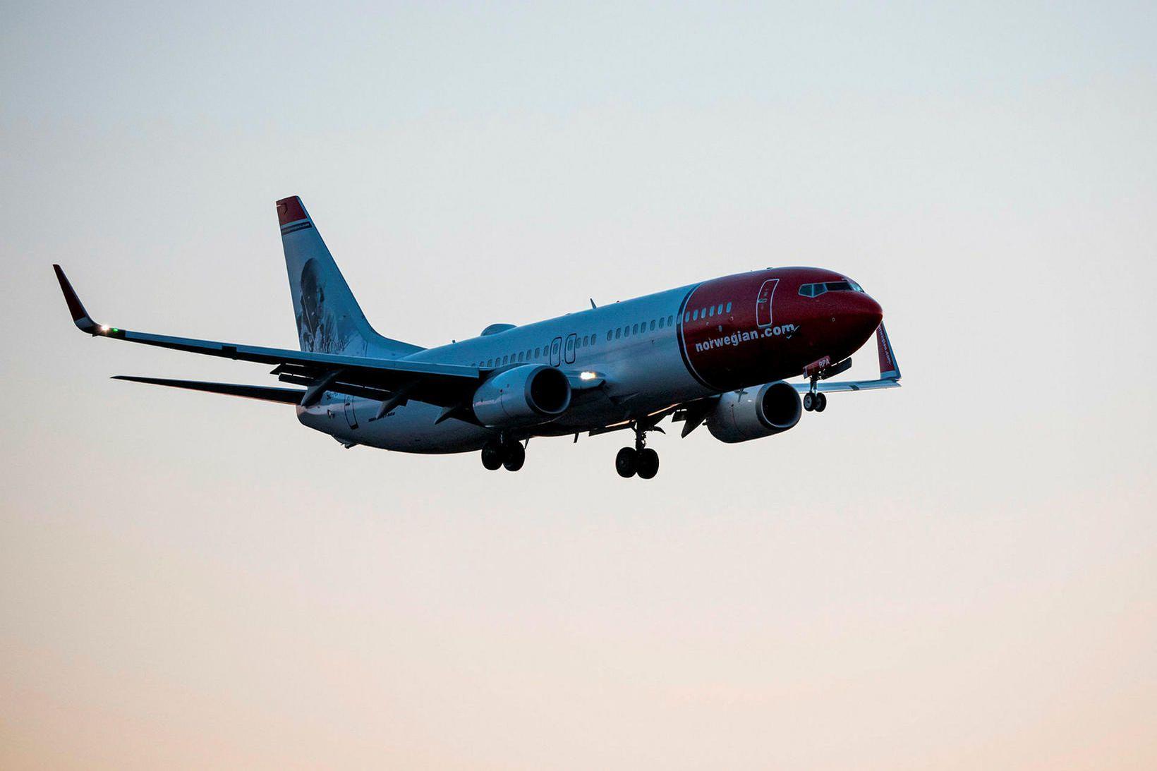 Norwegian Air sést hér á leið til lendingar á Arlanda-flugvelli …