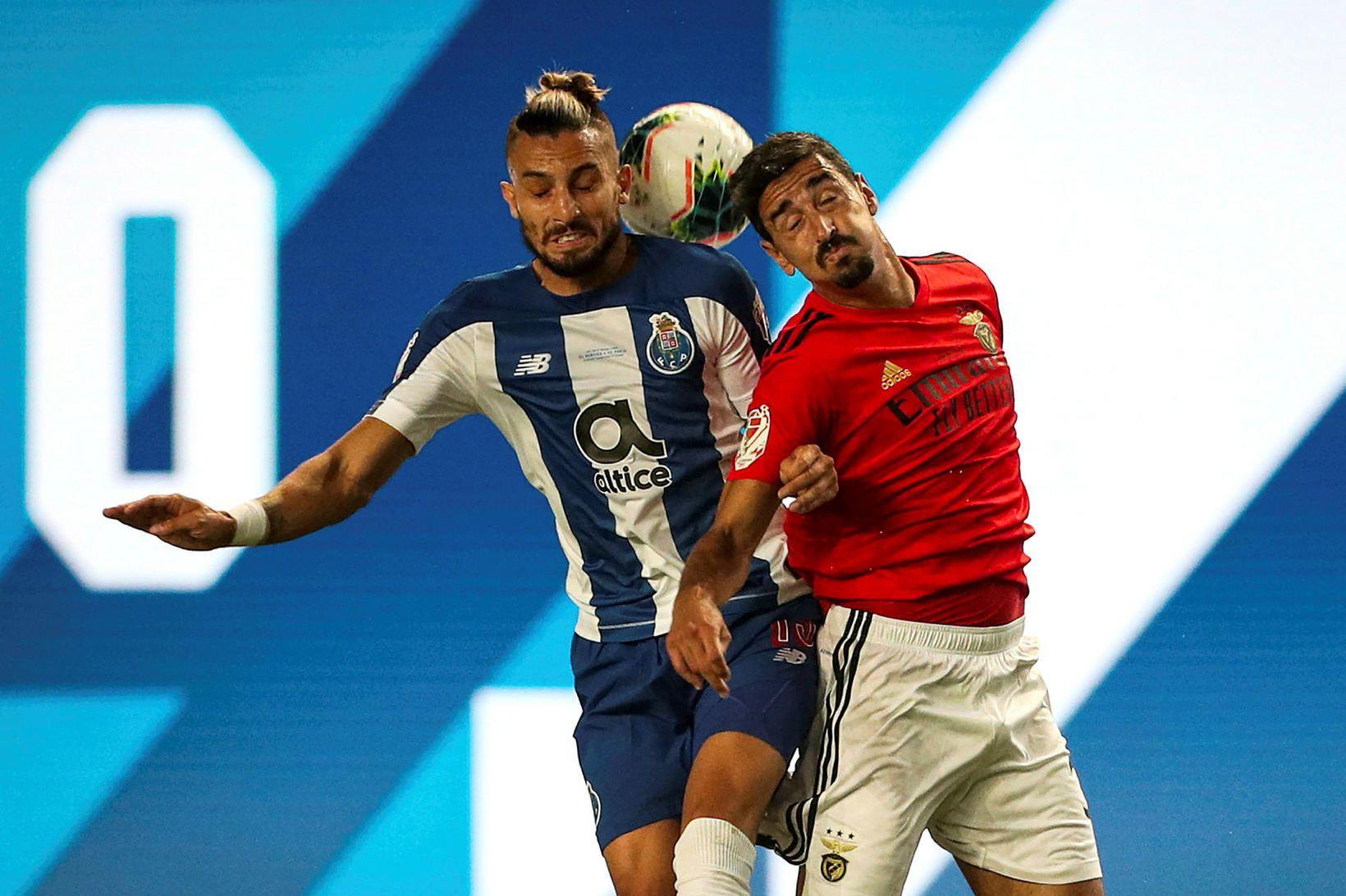 Alex Telles í leik með Porto í ágúst.