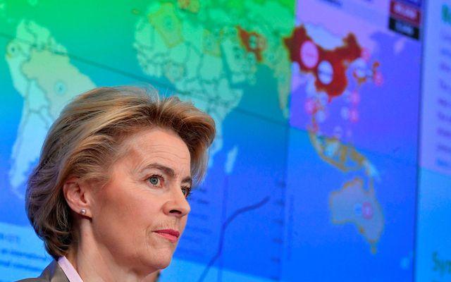 Ursula von der Leyen, forseti framkvæmdastjórnar ESB, hækkaði viðbúnaðarstig vegna kórónuveirunnar í dag.
