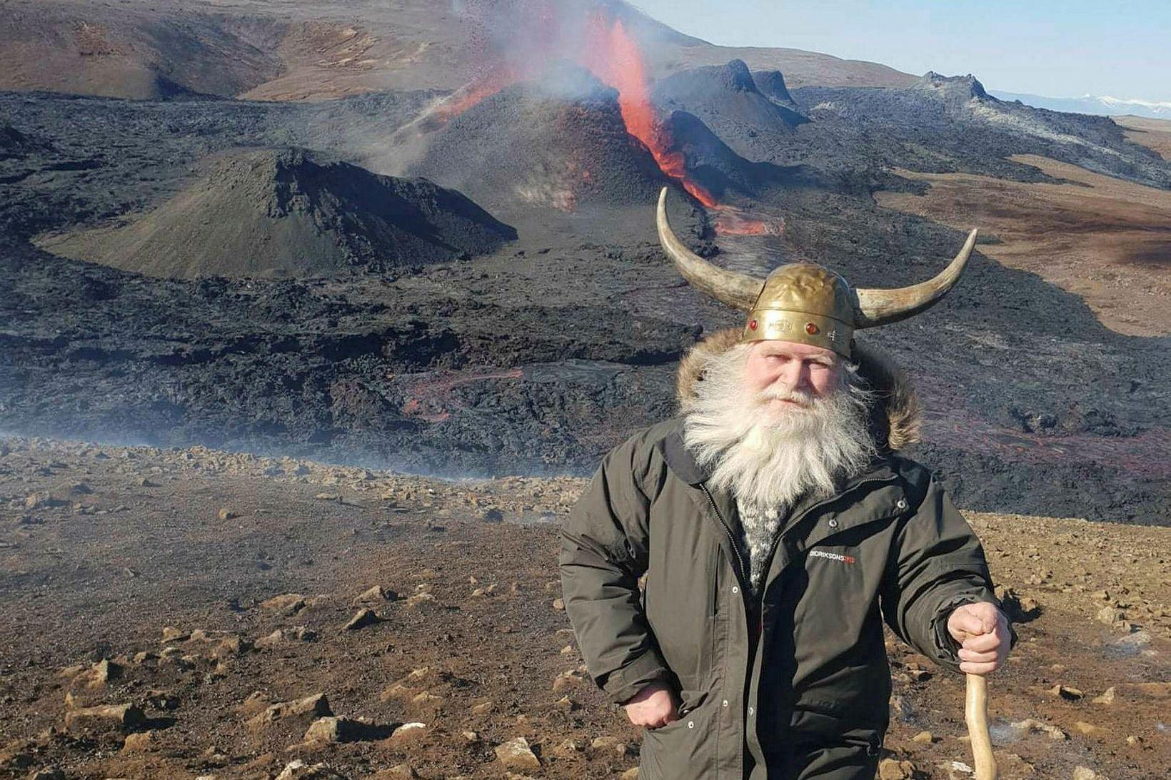 Sæmundur er gamall skáti og smíðaði hjálminn 16 ára gamall.