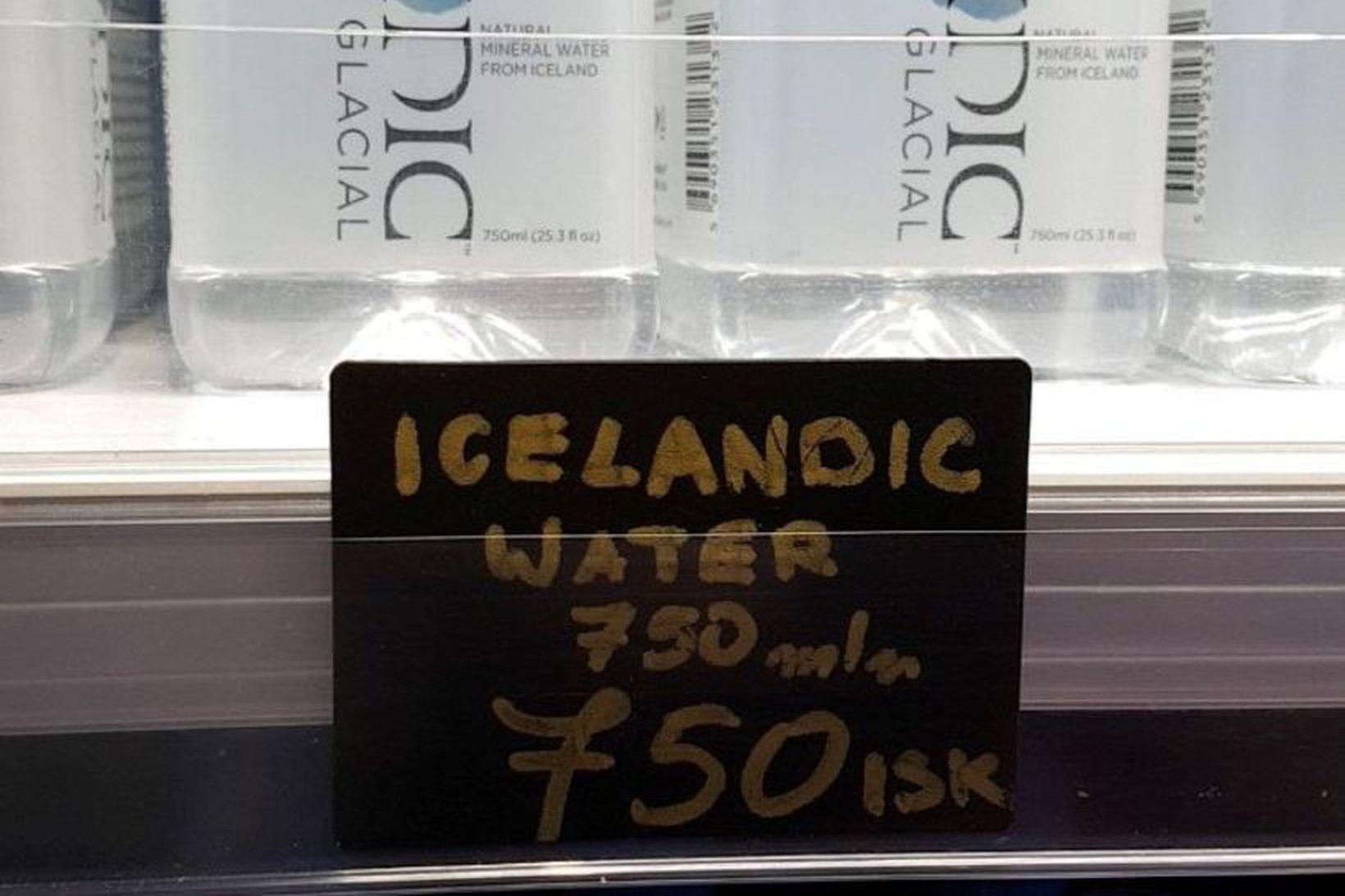 Á veitingastaðnum Þrastarlundi er hægt að kaupa 750ml af vatni …