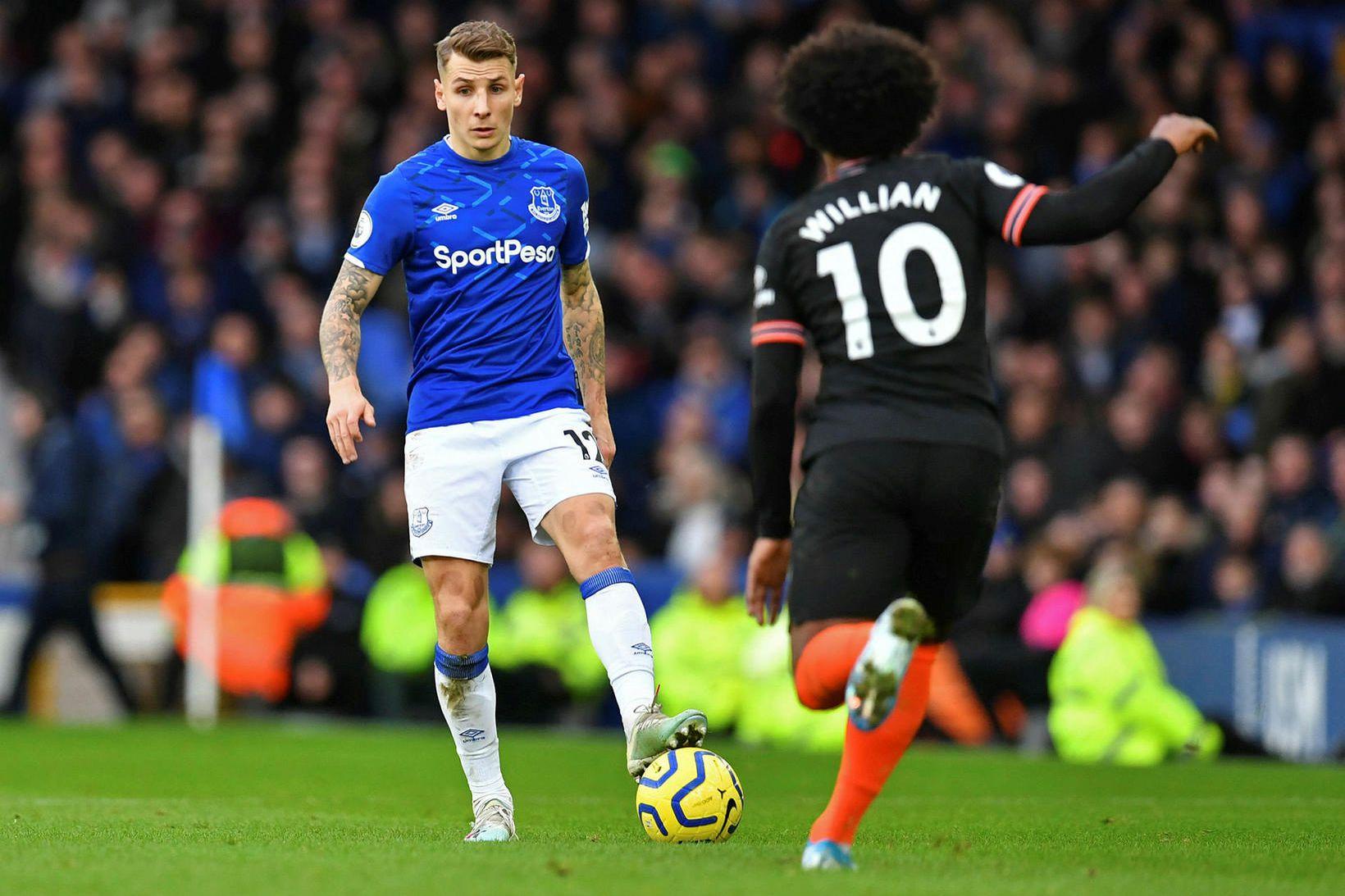 Franski landsliðsbakvörðurinn Lucas Digne fór meiddur af velli gegn Chelsea.