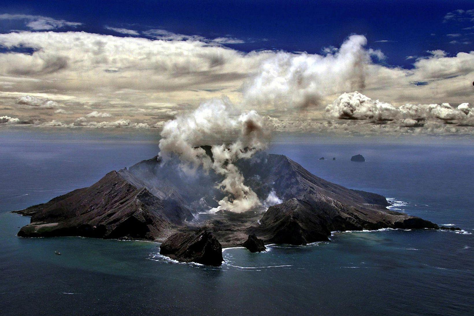 Gömul mynd af eldfjallaeyjunni, White Island.