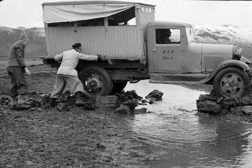 Fyrsta ferð fjórhjólaökutækis inn í Herðubreiðarlindir árið 1937. Lítur hreint ekki vel út!