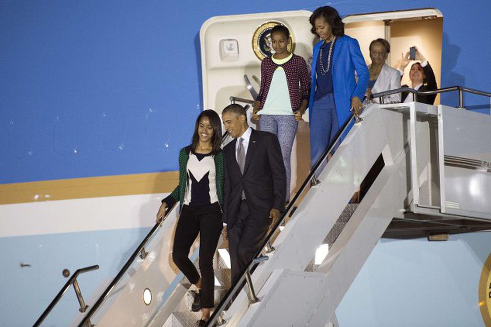 Barack Obama, Michelle og dæturnar Malia og Sasha við komuna …