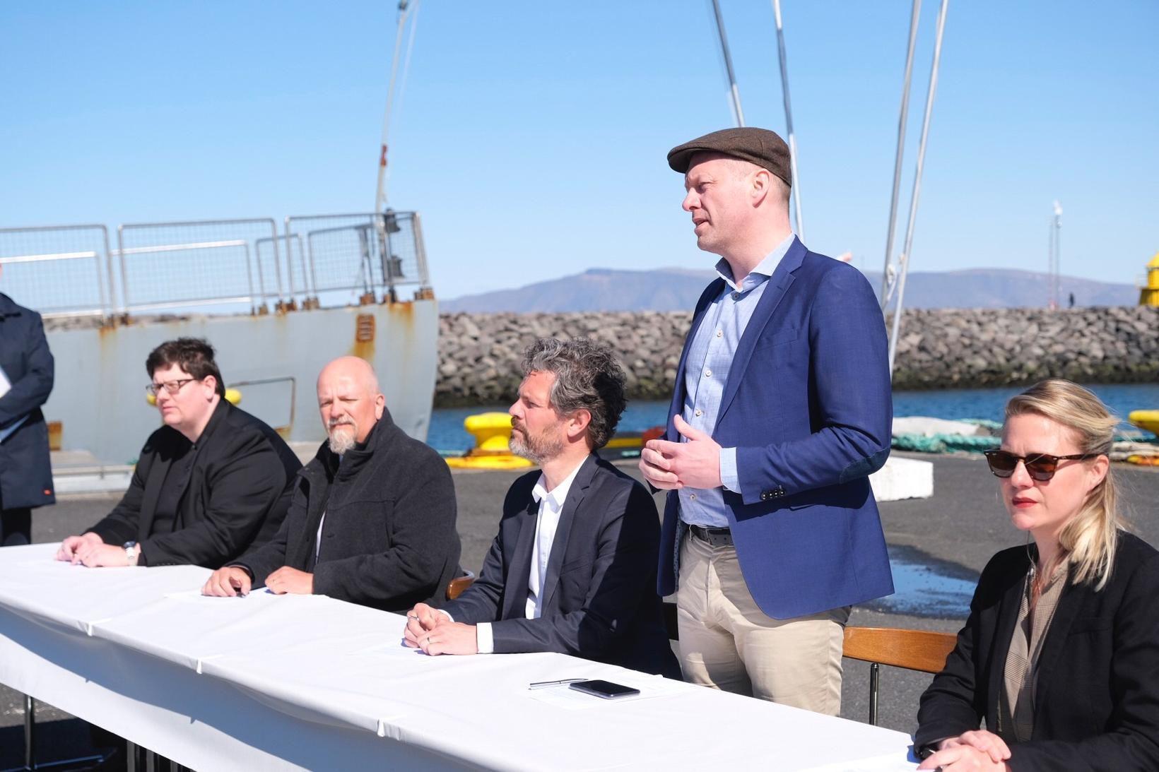 Guðmundur Ingi Guðbrandsson umhverfisráðherra tók til máls fyrir undirritun viljayfirlýsingarinnar …