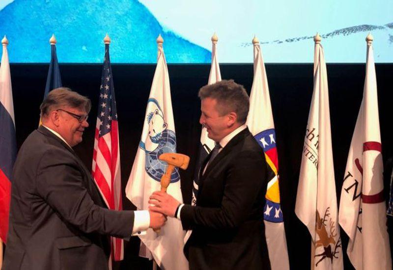 Minister for Foreign Affairs Guðlaugur Þór Þórðarsson, right, accepts chairmanship of the Arctic Council from Finish Foreign Minister Timo Soini.
