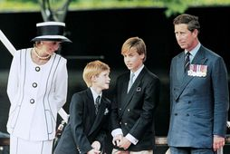 Díana prinsessa og Karl Bretaprins ásamt sonum sínum, Harry og Vilhjálmi.