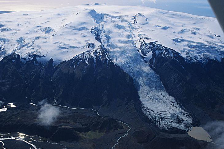 11. september 1992. Gígjökull teygir sig langt fram. Lónið er lítið og Eyjafjallajökull með myndarlegasta ...
