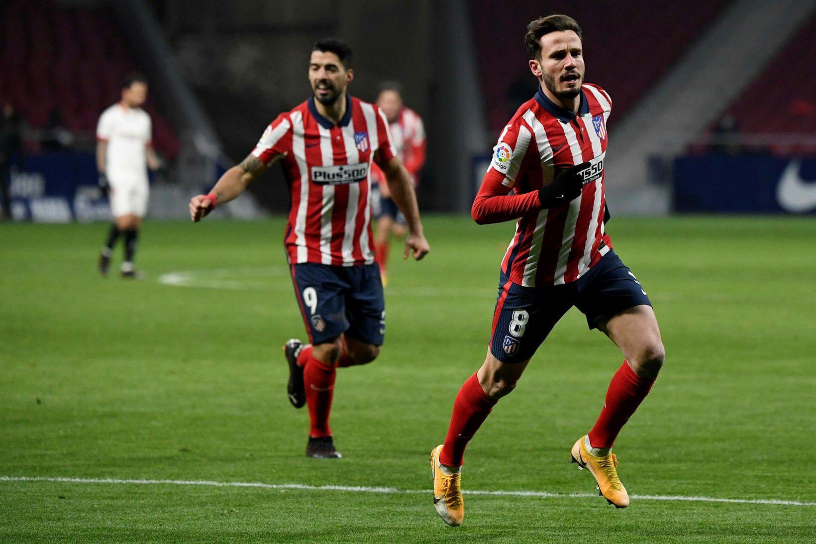 Saúl Niguez fagnar eftir að hafa komið Atlético í 2:0 …