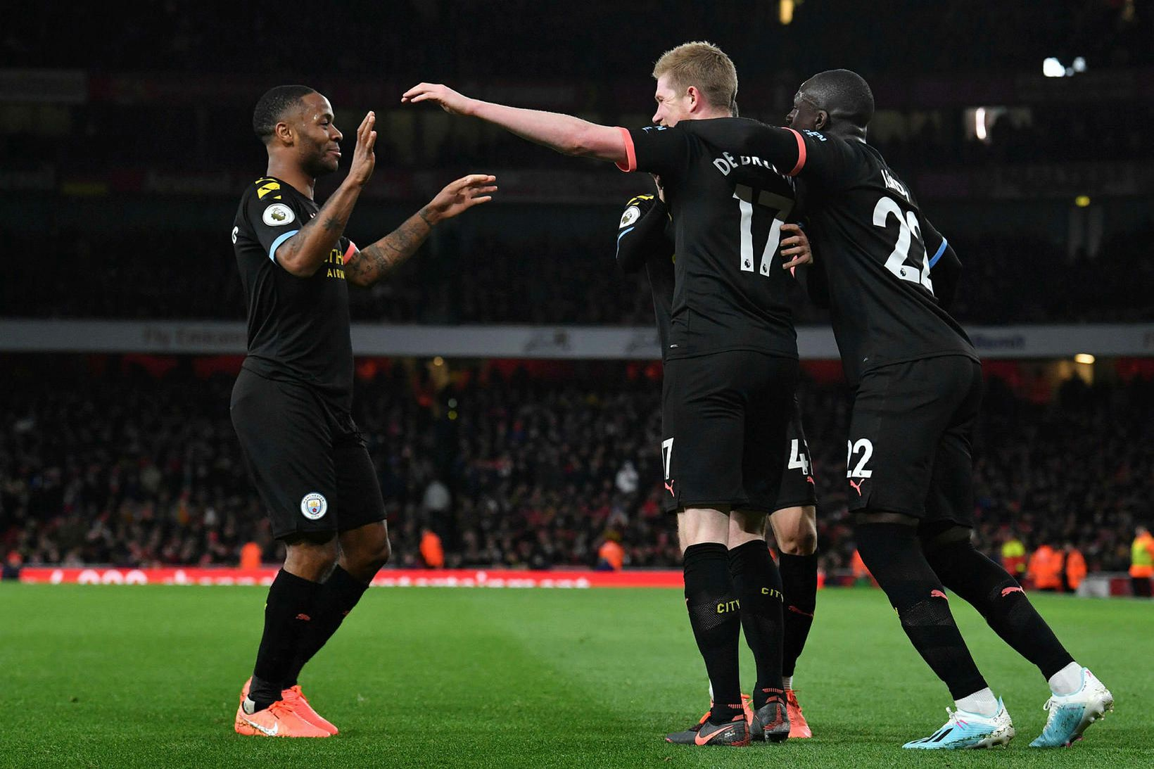 Leikmenn Manchester City fagna í dag.