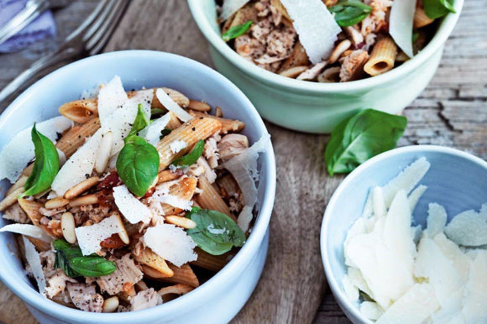 Stórkostlegur pastaréttur með túnfisk og parmesan flögum.